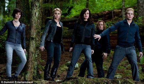 After Anne Hathaway's wardrobe malfunction, Twilight's ...