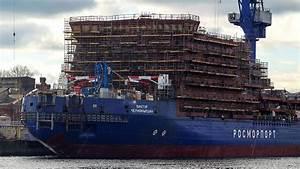 Massive Icebreaker Catches Fire in St. Petersburg, 2 Injured