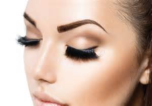 sai eyebrow designer providing threading services to