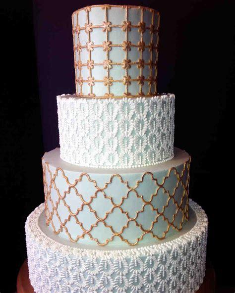 sweet guide  choosing  frosting   wedding cake