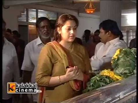 actress kanaka funeral photo meena and ramya krishnan paying homage to manjula