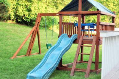 Kinderschaukel Mit Rutsche Im Garten Aufstellen  So Gelingt's