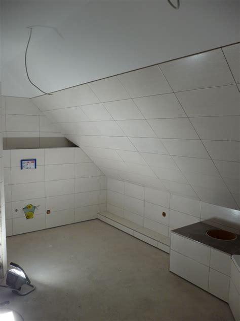 Badezimmer Fliesen Bis Unter Decke by K 252 Che Fliesen Im Badezimmer Abgeh 228 Ngte Decke Im Eg