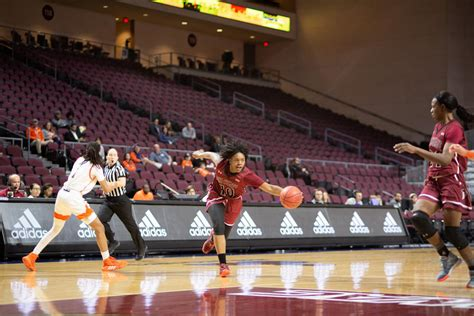 Aggie WBB splits first two games, heads back to El Paso ...