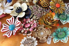 Parsonage Events: How to make a vintage brooch bouquet
