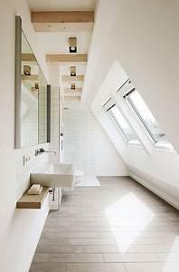 Badezimmer Mit Schräge : badezimmer mit oberlicht in schr ge wand wohnideen ~ Lizthompson.info Haus und Dekorationen