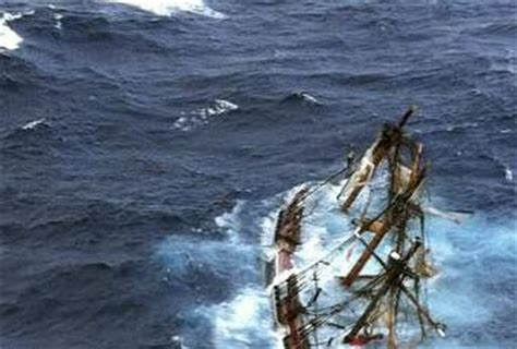 video dramatic rescue footage from hms bounty paperblog