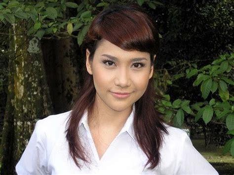 Gambar Telanjang Artis Burma