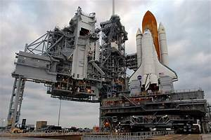 NASA - Discovery Rolls Back to the VAB