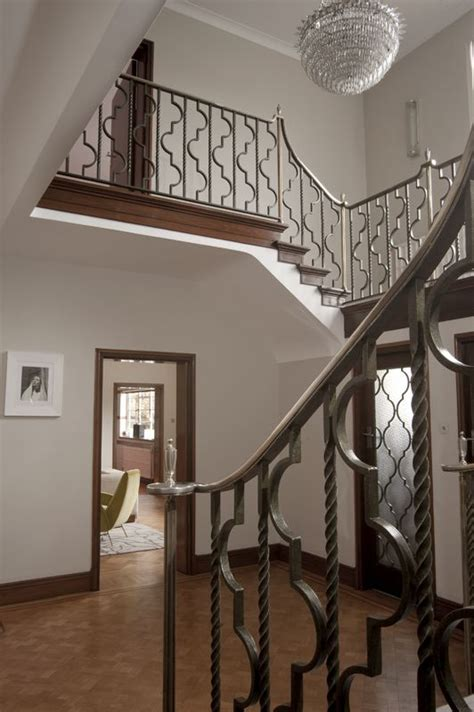 1930s banister entryway staircase in a 1930s deco home