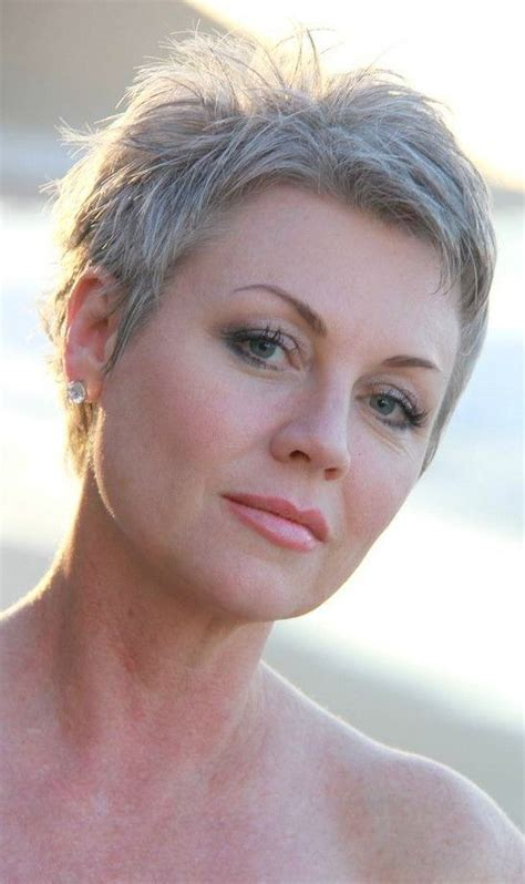 30 Classy and Simple Short Hairstyles for Women Over 50