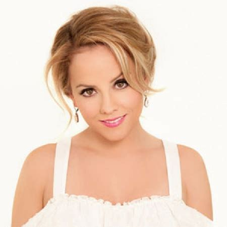 kelly stables cheerleader is kelly stables living a happy married life with husband