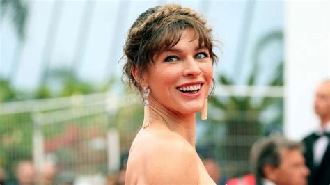 actress milla jovovich  pregnant  years