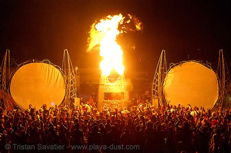Burning Man, Kinetic Steam Works' Case Traction Engine