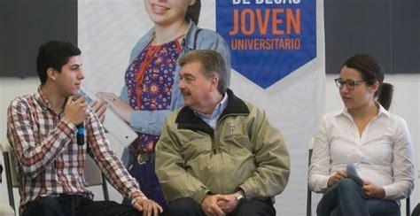Dialoga gobernador con estudiantes beneficiados con la beca