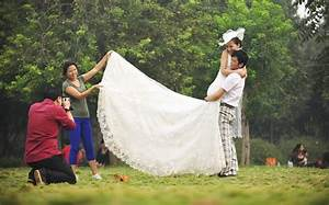 new couples take wedding photos during holiday3 With taking wedding photos