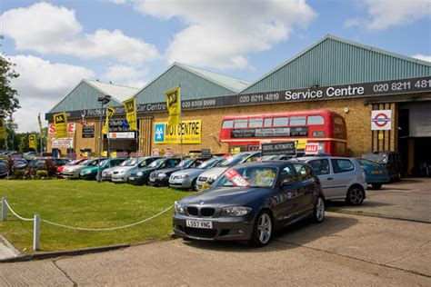Finchley And Totteridge  Ee  Car Ee   Centre Martin Addison