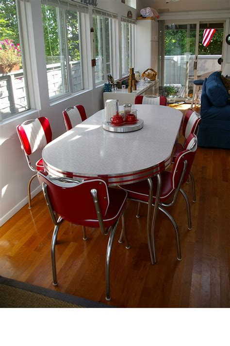 Resnick's Retro Table and Chairs