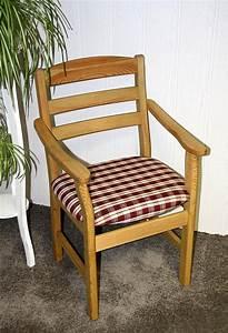 Stühle Mit Armlehne Holz : armlehnstuhl stuhl mit armlehnen holz massiv mit polstersitz ~ Bigdaddyawards.com Haus und Dekorationen