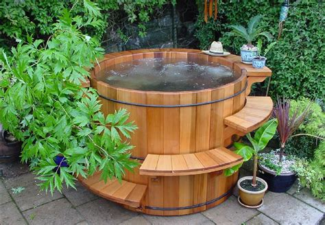 Whirlpool Garten Holz by Die Schaffung Mehr Ruhe Im Bade Durch Die Anwesenheit