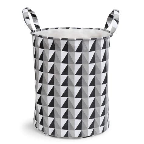 panier a linge noir panier 224 linge en tissu noir blanc graphique maisons du monde