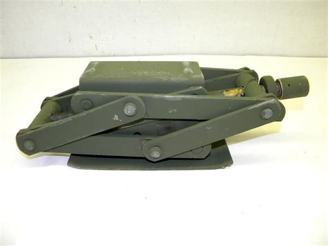 M151 Am General Mutt Scissor Hand Jack