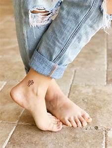 Tatouage Homme Cheville : tatouage cheville petit d licat et parfait pour l 39 t ~ Melissatoandfro.com Idées de Décoration