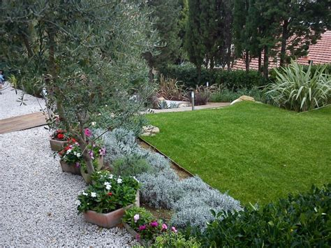 Come ricavare un bel giardino da un modesto terreno in