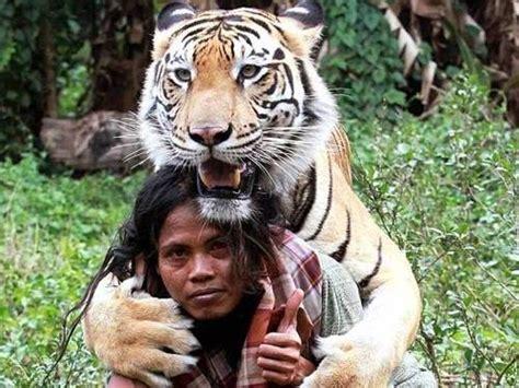 heartwarming   people bonding  wild animals