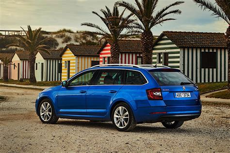 It is available in 2 variants and 5 colours. SKODA Octavia Combi 4x4 specs & photos - 2017, 2018, 2019 ...