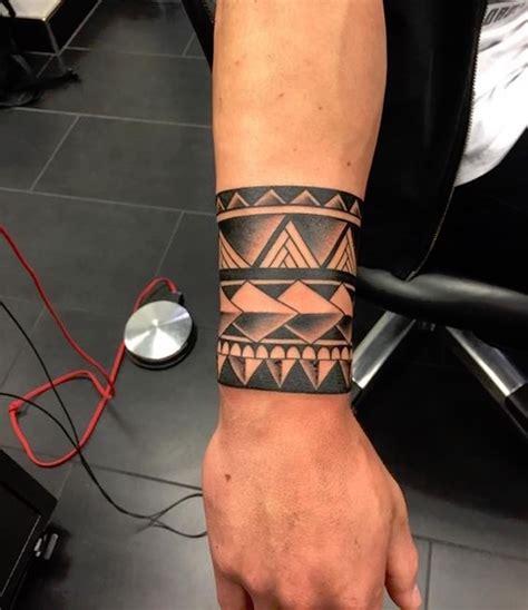Tatouage Avant Bras Homme Bracelet 1001 Id 233 Es Tatouage Maori Encre Ciel Et Mer