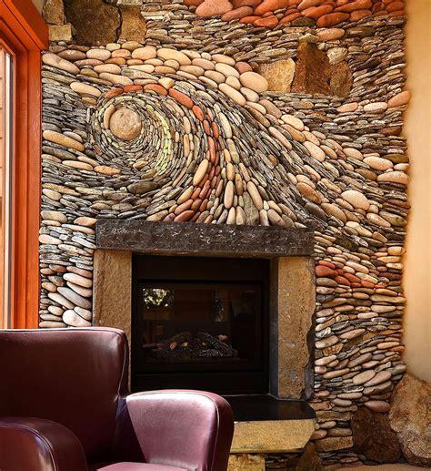 camino pietra muri rivestiti con pietre a mosaico