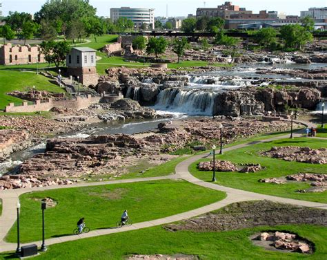 Midwest Traveler Family Escape In Sioux Falls, Sd