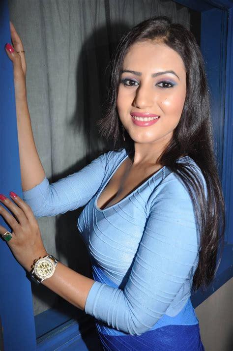 hot actress anu smruthi latest wallpapers high quality