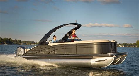 Deck Boat Meaning by Pontoon Boats Boats