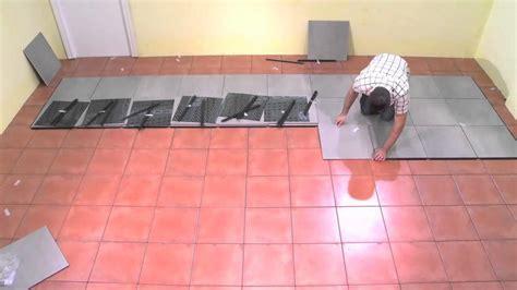 comment poser du carrelage mural cuisine poser du carrelage au sol sur un ancien carrelage 28