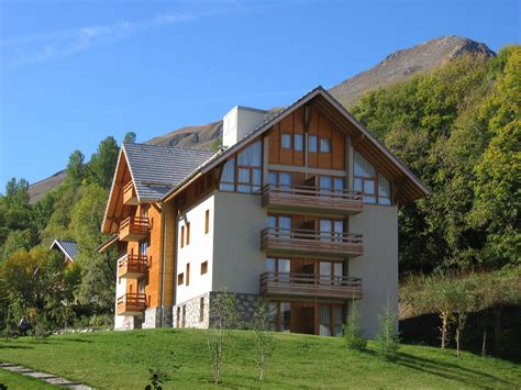 chalet du galibier valloire chalets du galibier valloire summer holidays peak retreats