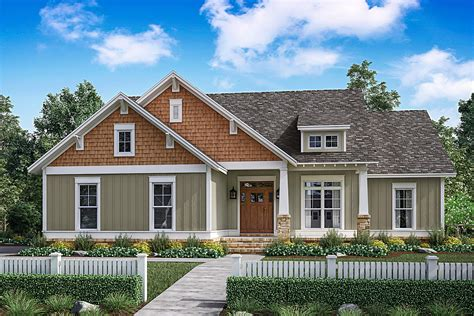 bedrm  sq ft traditional house plan