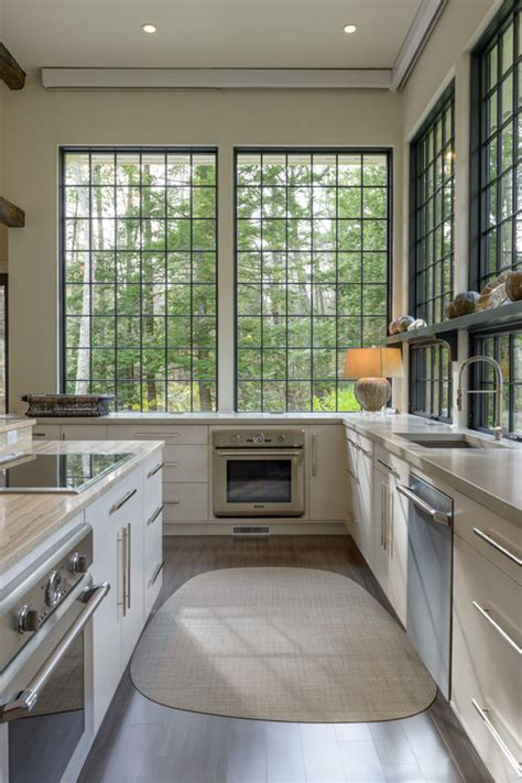 what color kitchen cabinets go well with light gray walls