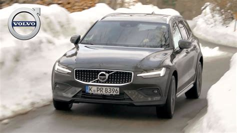 volvo  cross country pine grey driving