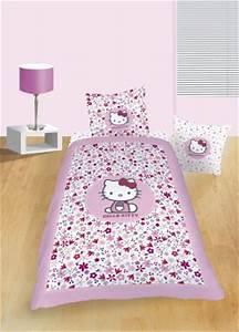 decoration hello kitty pour chambre d39enfant linge de With affiche chambre bébé avec taie d oreiller fleurie