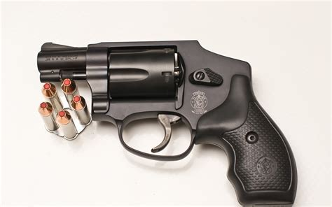2 Smith & Wesson 38 Special Revolver Hd Wallpapers
