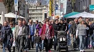 Osnabrück Verkaufsoffener Sonntag : holland markt in johannesstra e verkaufsoffener sonntag in osnabr ck schlangen vor eisdielen ~ Yasmunasinghe.com Haus und Dekorationen