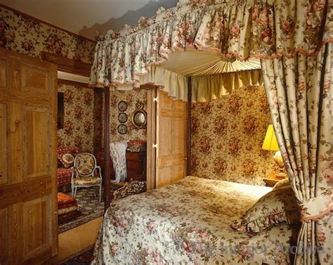 chintz  geoffrey bennison bedroom  bedroom   lived   early  chambre