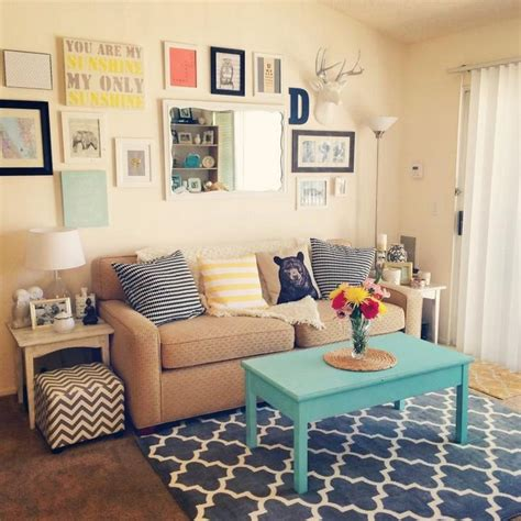 apartment living room ideas on a budget 25 best ideas about small apartment decorating on