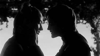 Couple Noir Blanc Amour Thrones Bisou