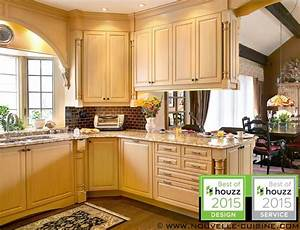 Kitchen cabinets in solid wood and granit countertops