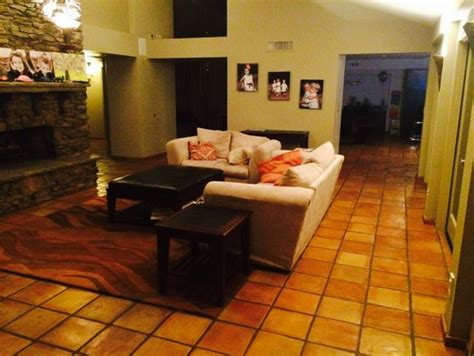 what color walls would go the best with saltillo tile