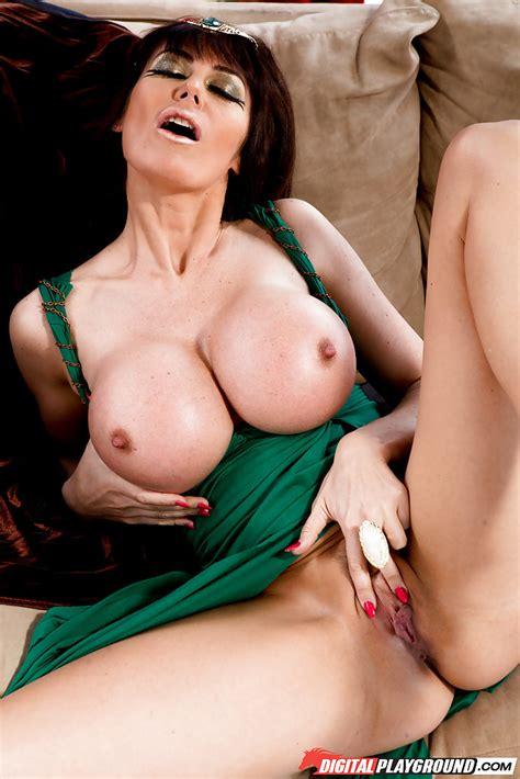Big Tits Mom Masturbation
