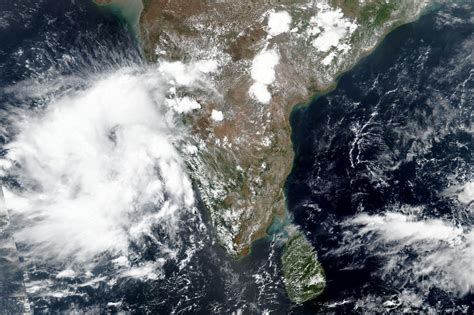 indian metropolis  mumbai braces  rare cyclone wtop